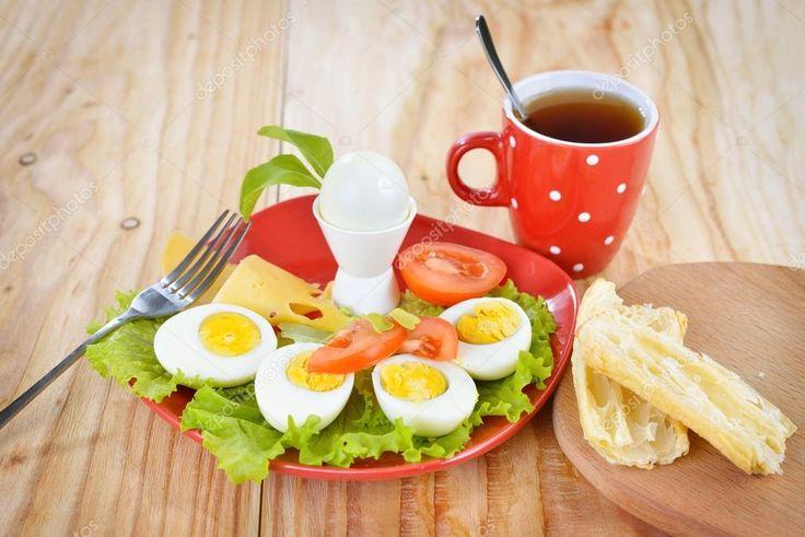 Отличная белковая диета на 5 дней Ожидаемая потеря веса на этой белковой диете — около 6 кг. Меню белковой диеты Завтрак: Вареное яйцо, зеленый чай с ломтиком сыра. Второй завтрак: Тертое зеленое яблоко с морковью. Для большего эффекта можно добавить немного меда, имбиря или корицы. Обед: Отварная куриная грудка, либо приготовленная на гриле. Жиросжигающий салат …