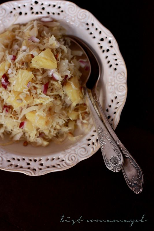 bistro mama: Surówka z kiszonej kapusty i ananasa