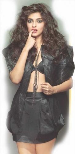 Hot Looking Sonam Kapoor