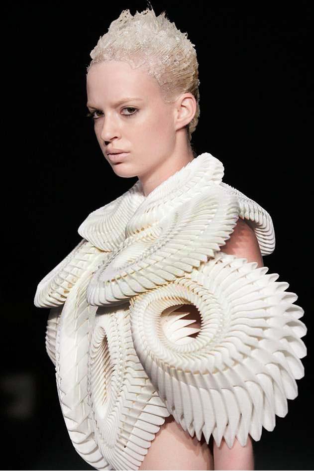 Sandra Backlund - amazing layered effect like the origami