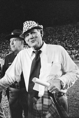 Second ranked Alabama head coach Bear Bryant (right) has a grin and a handshake for Louisiana State coach Charles McClendon after his Crimson Tide knocked off seventh ranked Tigers 21-7 in Baton Rouge on Nov. 22, 1973. Photo: AP File Photo / SA