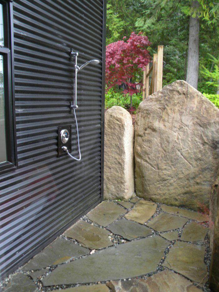 gartendusche sichtschutz ideen f r die outdoor dusche gesucht dog shower. Black Bedroom Furniture Sets. Home Design Ideas