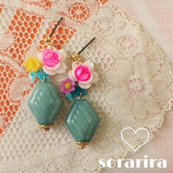 ヴィンテージカボションを花瓶にみたて、一輪のヴィンテージの花をいけてみました。季節問わず付けていただけるアイテムです。花サイズ 19×13mm(J...|ハンドメイド、手作り、手仕事品の通販・販売・購入ならCreema。