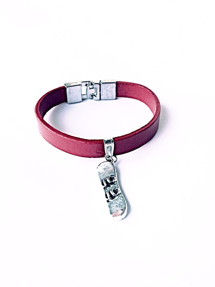 www.ellimoretti.com classy Italian handmade leather bracelete for snowbord fans.  You should grab your sexy bracelet now!