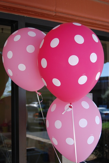 Decorations-Polka Dot Balloons with Peppa Pig balloons on the main tables attached to mason jar with matching flowers.