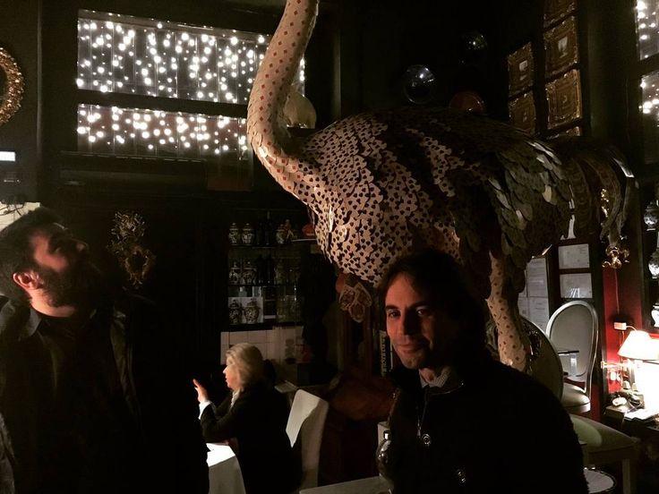 Due uomini e uno struzzo!! #struzzo#fabry#arnati#ristorante#likeforlike#l4l#milano#amici#cena#giaggia#carte http://www.butimag.com/ristorante/post/1479206852364570271_1772150561/?code=BSHMsuIg46f