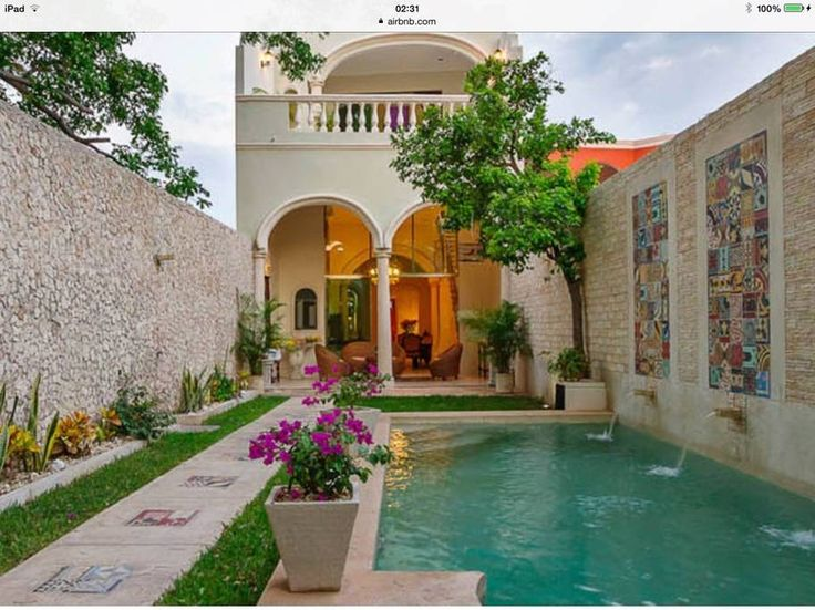 Habitación privada en Mérida, MX. **NEW** Casa Pearl is a stunning newly renovated home in the historic area of Mérida. The Casita of Casa Pearl is a private luxurious bedroom suite detached from the main house and situated at the far side of a landscape garden and pool. With a lo...