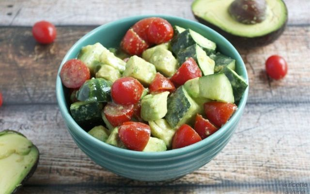 ricetta: insalata di avocado con pomodoro Buonissima deliziosissima nonche facilissima da preparare questa fantastica ricetta di cucina per