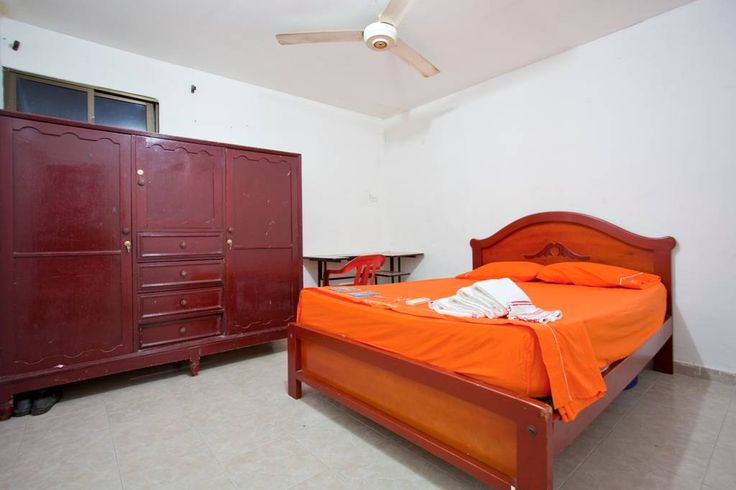 Chambre privée à Carthagène, CO. We are brother (26) and sister (22), both college students who want to get to know interesting people from all over the world!  You'll have WiFi, Air Conditioning, private bathroom and keys to your room and the house.  Authentic Cartagena experien...