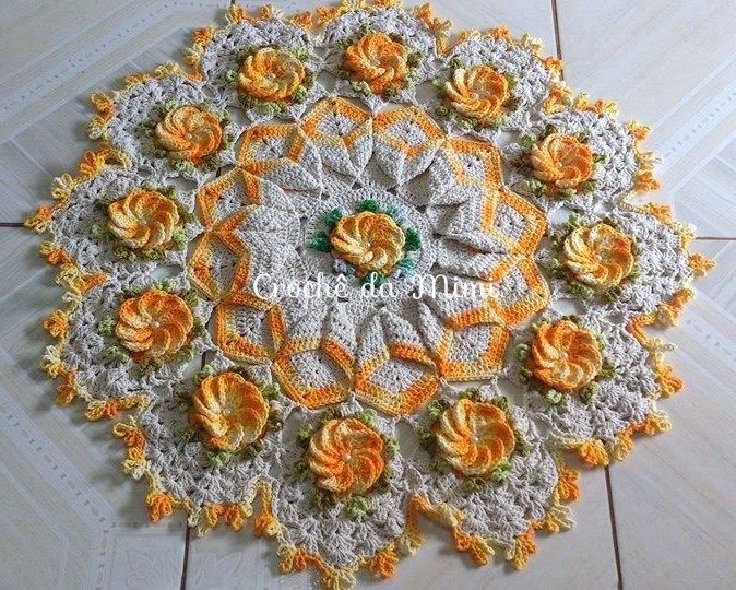 """Crochê da Mimi"": Centro de Mesa de Crochê com flor Crista de Galo"