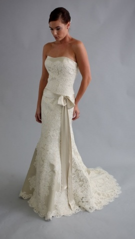 beautiful autumn wedding dress. Perhaps with some lace cap or 1/4 sleeves