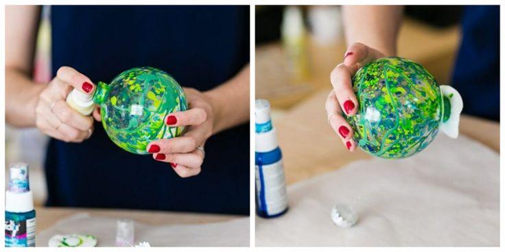 DIY Weihnachtskugeln mit transparenten Plastikkugeln und Acrylfarben