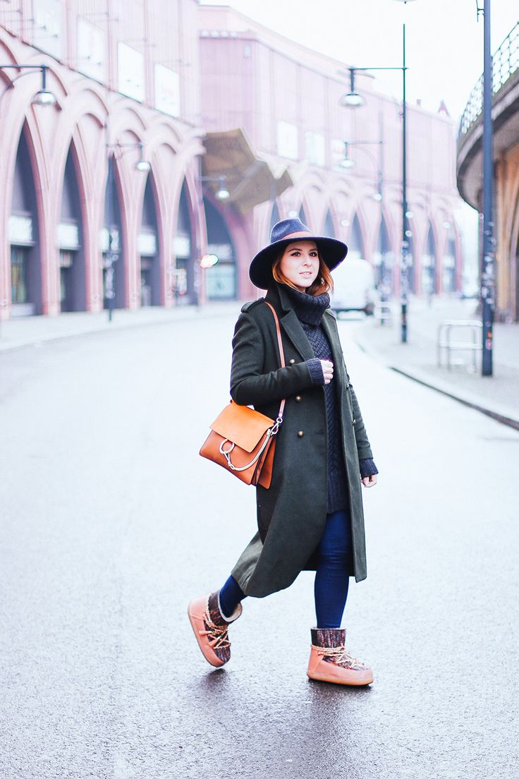 who is mocca, modeblog, fashionblog, beautyblog, influencer, winter outfit, ikkii boots outfit, skinny jeans zara, mantel khaki, Berlin Streetstyle, IKKII Boots, Chloé Faye, Bershka Mantel, Fedora, Winter Outfit, http://whoismocca.com/fashion/outfit-of-the-day/ikkii-boots-outfit-rollkragen-pullover-mantel-in-khaki-modeblog-fashionblog-influencer/