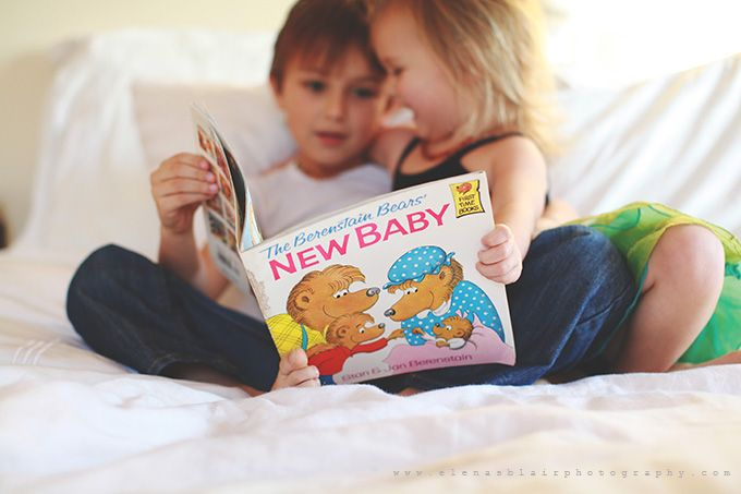 11 creative photos to announce your pregnancy. Photo by Elena Blair.