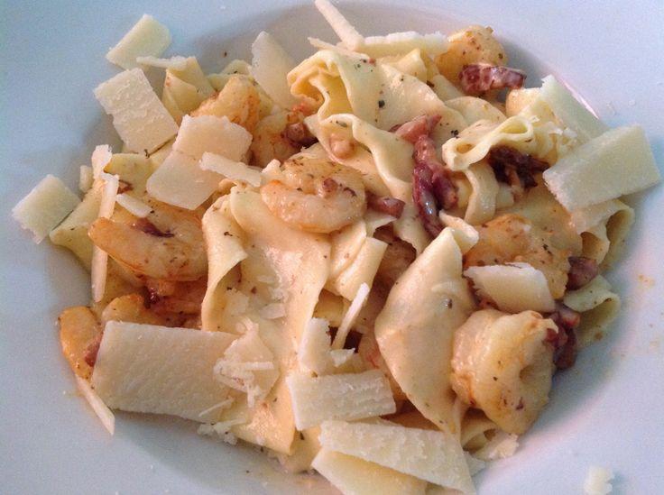 Gamba's verse pesto en pasta parmezaan en fresh herbes.....zo lekker en zoooo gezond ook!