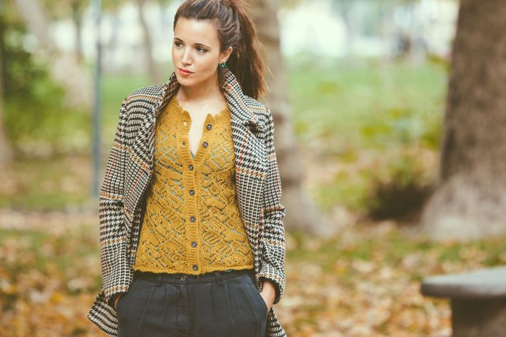 #dressai #americanhustle #momoni | shop by look Effetto soft. Cappotto, cardigan e sottoveste Momonì, pantaloni Attic and Barn