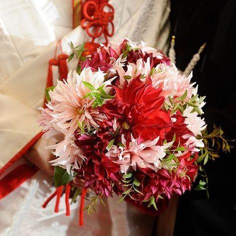 白無垢に合わせて 「ラララ」という名前の ダリアのブーケ♪ . お衣装にも季節にもピッタリでした! . #ブーケ #和装ブーケ #ダリア #ラララ #姫路 #結婚式 #結婚式場 #姫路護国神社 #神社 #和婚 #神社婚 #神前式 #和装 #花嫁 #着物 #白無垢 #ウエディング #ウエディングフォト #ブライダル #プレ花嫁 #結婚式準備 #結婚準備 #wedding #weddingphoto #bridal #himeji #japan #japanese #weddingtbt #bouquet