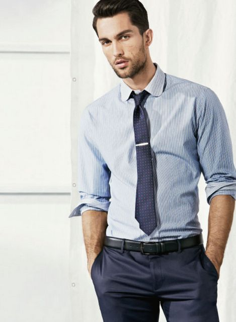 Spring / Summer - business casual style - office wear - light blue spread collar slim fit rolled up sleeve shirt + black belt + slim fit pants + navy pattern medium tie + silver tie clip