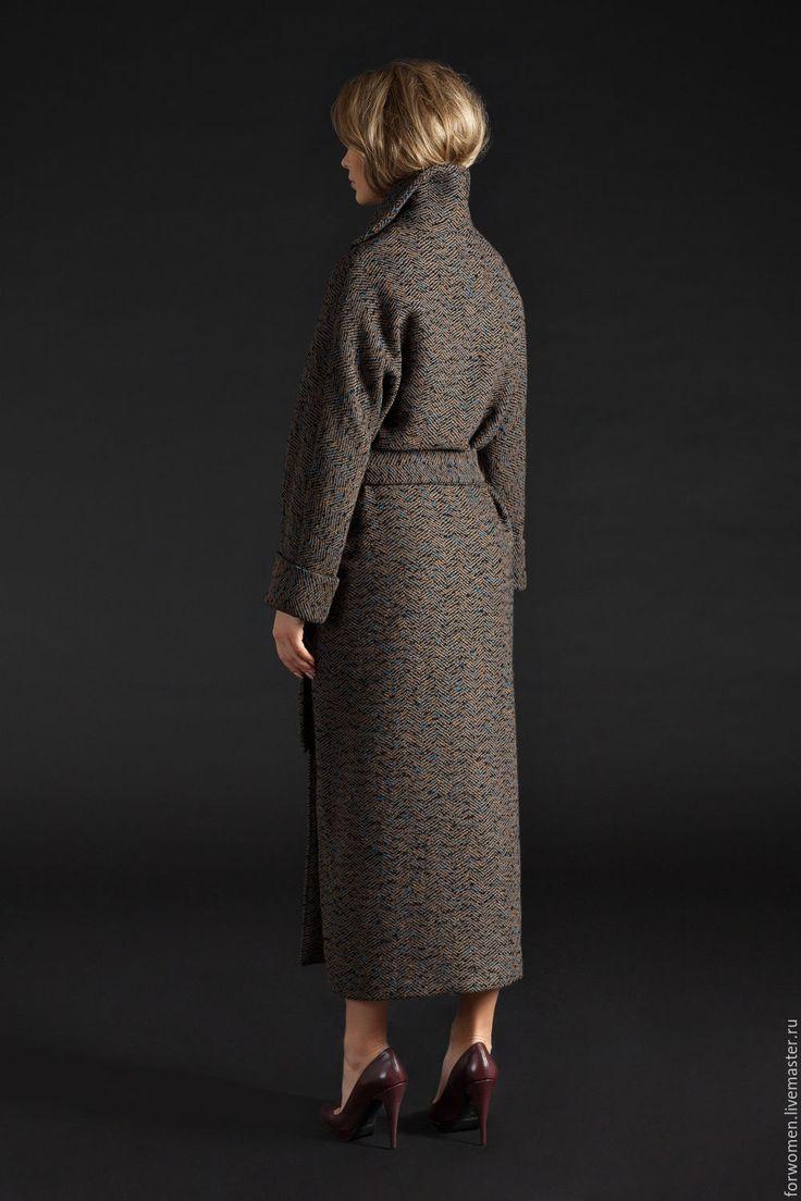Купить или заказать Зимнее пальто-халат, длинное в интернет-магазине на Ярмарке Мастеров. Пальто-халат, в пол. Эксклюзивное качество тканей и пошива. Состав: шерсть 100% подкладка: 100% шерсть Размер: One Size (с идеальной посадкой на 42/44/46/48) Цвет: черно-белая «елочка», бежевое, серое (на заказ 7 дней) Сезон: зима (до -15 гр.). Особенности: Фасон — пальто-халат, длина по щиколотку. Длинный рукав с манжетом, карманы, кнопки. Все пальто можно посмотреть, пройдя по ссылке…