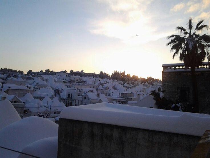 Sunset over a beautiful white landscape! ⛄️❄️ #Alberobello #snow #weareinpuglia #happynewyear