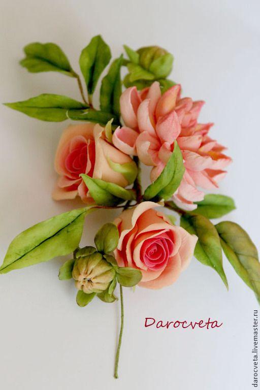 Веточка с персиковой хризантемой и кустовыми розами - рыжий,зелёный цвет