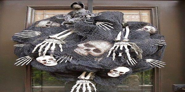 Halloween wreaths for front door with spooky halloween wreaths and creative halloween wreaths also DIY halloween wreaths and halloween wreath ideas