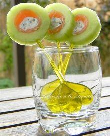 sucettes de concombre au saumon fumé et Fourme d'Ambert.
