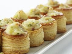 Mini bouchées met Passendale-kaas, champignons en spek  - Puffs with cheese, mushrooms and bacon