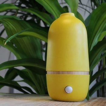 Diffuseur par nébulisation Ona | sa couleur jaune apporte une touche d'originalité à votre intérieur