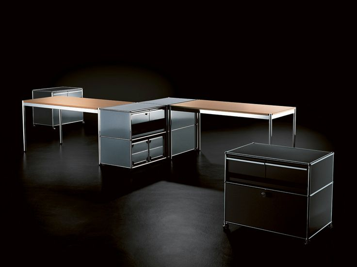 USM Haller tables in combination with drawers.