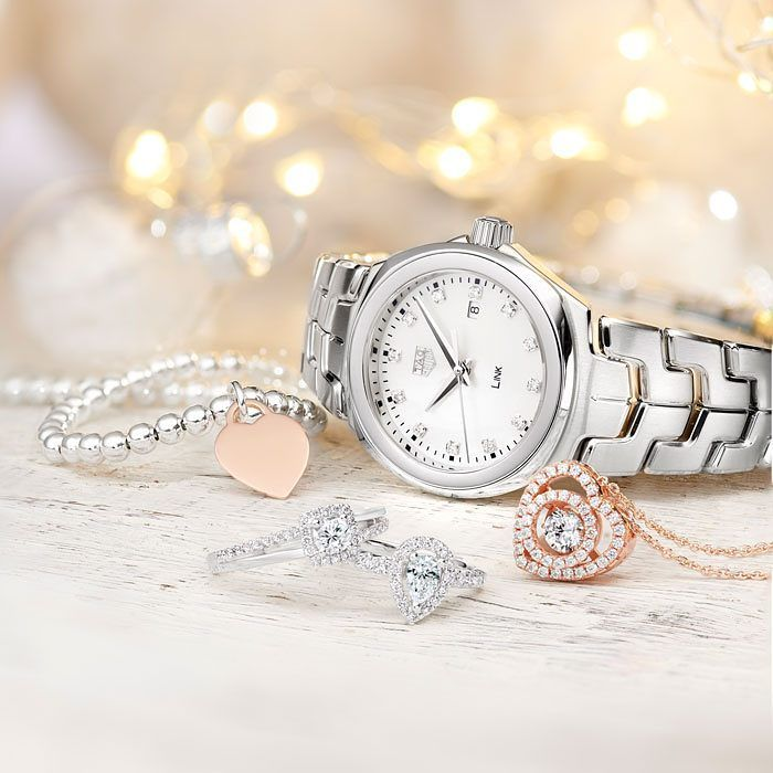 The most magical time of year has officially landed at Beaverbrooks! Whether you're looking for gifts for her or for him, be inspired by our online Christmas shop at Beaverbrooks.co.uk/Christmas  #beaverbrooks #christmas #christmas2017 #christmasgiftideas #makechristmasmagical