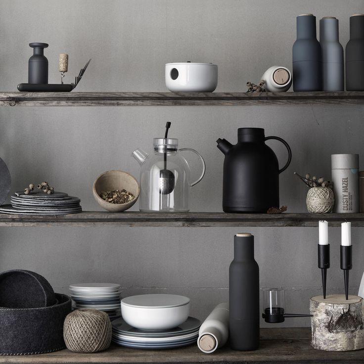Unsere Designlieblinge in minimalistischem Design! Die Glas Teekanne von Menu passt in jedes Küchen-Interior. Sie ist eine transparente Mischung aus asiatischer Zen-Philosophie und moderner skandinavischer Architektur.