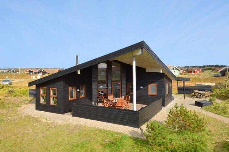 Schönes Luxusferienhaus. Das Haus liegt schön auf einem Naturgrundstück und hat eine grosse abgeschirmte und überdachte Terrasse.