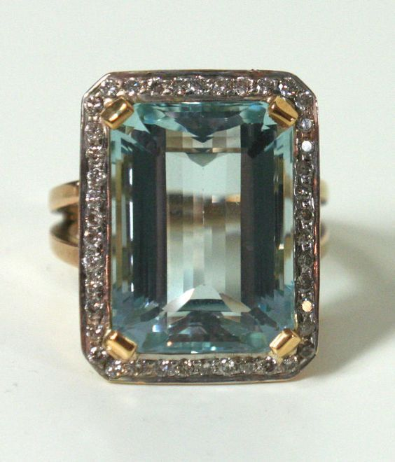 Art Deco Aquamarine and Diamond Gold Ring