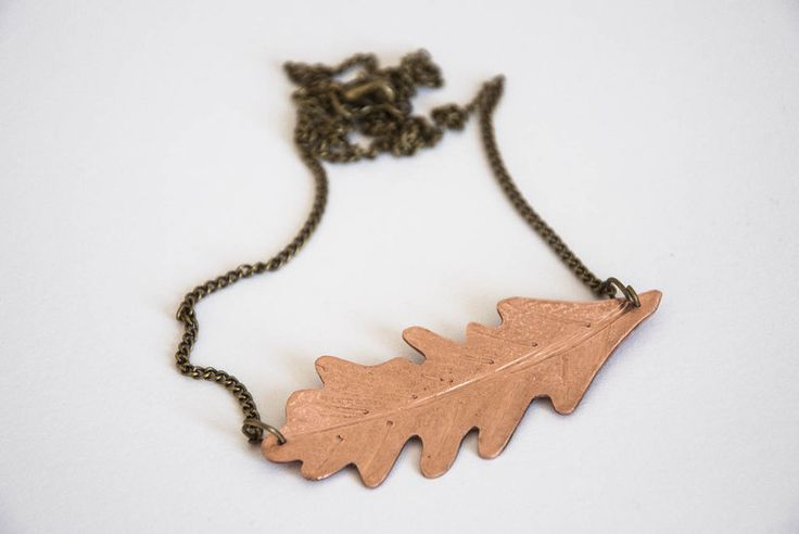 Collana con foglia di quercia fatta a mano in rame di Gioielli fatti a mano da SilviaWithLove - prodotti unici e personalizzati  su DaWanda.com