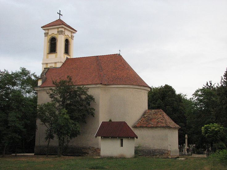 Római katolikus temető kápolna (Páty) http://www.turabazis.hu/latnivalok_ismerteto_4330 #latnivalo #paty #turabazis #hungary #magyarorszag #travel #tura #turista #kirandulas