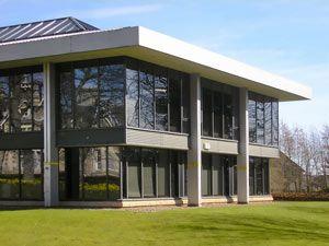 Здание с полом, полированный бетон