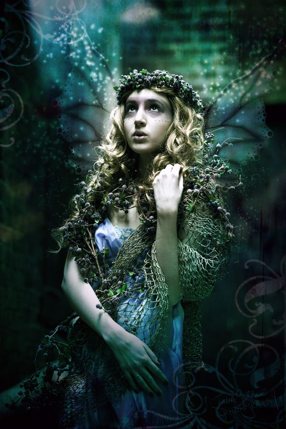 Love this image. She has that mysterious, otherworldly Fae look.