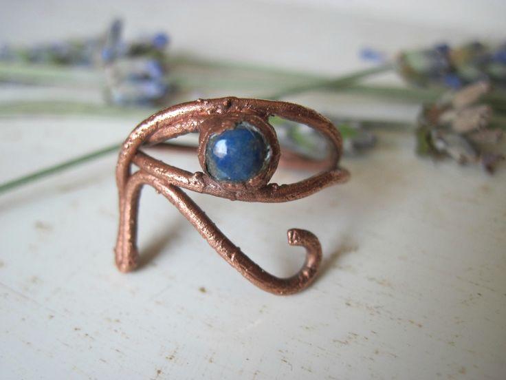 Anello occhio di Horus con lapislazzuli misura 13 - anello stile egizio in rame elettroformato - boho spirituale Ra simbolo sacro esoterico di Loonharija su Etsy
