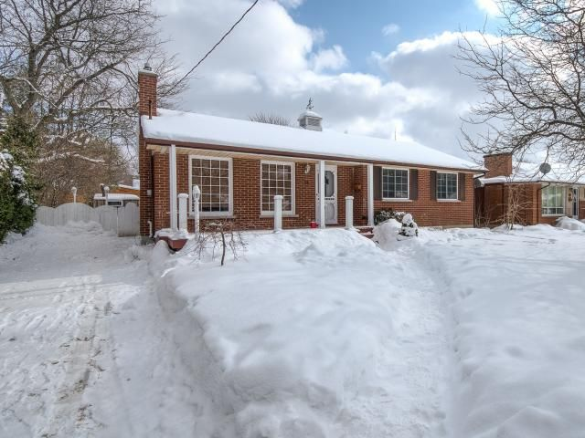 13 Centre Cr, London -   3 Bedroom, 2 Bathroom, Ranch with Finished Basement and Pool in Southcrest! -   http://www.JeffBroughton.ca/listing/cms/13-centre-cr-london/