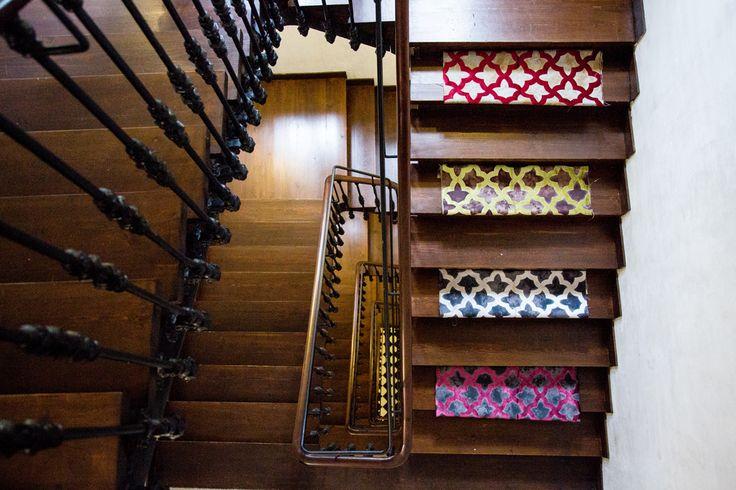 """""""El que sube una escalera debe empezar por el primer peldaño"""" (Walter Scott dixit)  Tela """"MADONNA"""" de la Colección """"UNPLUGGED"""" Celosía de terciopelo, sobre una base oxidada.  #telas #textil #deco #decoracion #nuevacoleccion #interiorismo #tapiceria #tendencia #fabricante #mayorista #musica #melodia #colores #ZE #ZEconzeta #fabrics #textile #Decor #newcolletion #interiordesign #upholstery #trending #maker #wholesaler #music #melody #colours #zeconzetafabrics #texturas #textil"""
