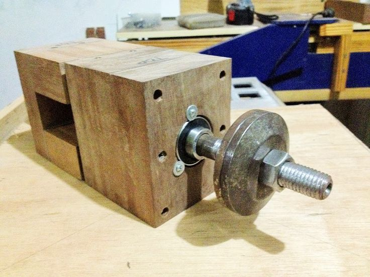 My DIY Bandsaw - 4th Shopmade Woodworking Tool #3: Making the Wooden Frame and Some Design modifications