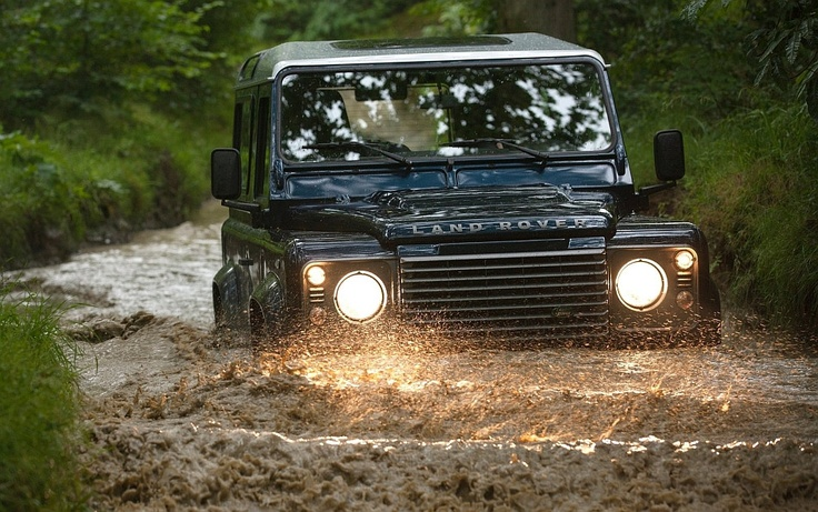 ❦ 2013 Land Rover Defender 90