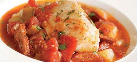 ΜΠΑΚΑΛΙΑΡΟΣ ΜΕ ΠΡΑΣΑ σε Κόκκινη Σάλτσα Ντομάτας Νηστίσιμος