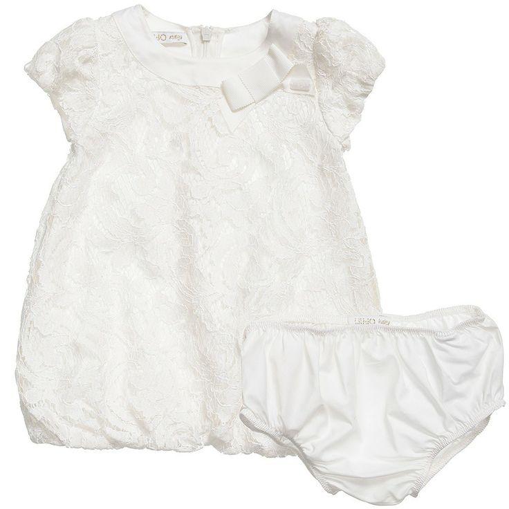 ABITI LIU JO BABY,  Abito in pizzo di Liu Jo Baby da neonata con manica corta a palloncino, girocollo con profilo in seta, elastico sul fondo, zip sul retro, fiocco decorativo su spallina e interno foderato. Abito da cerimonia di Liu Jo Baby con culotte in abbinato. http://www.abbigliamento-bambini.eu/compra/abito-elegante-liu-jo-baby-2712176