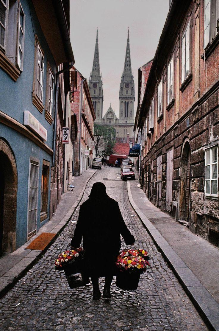 ysvoice:      ♕   Zagreb, Croatia   by ©Steve McCurry   via runningthrujugoslavija