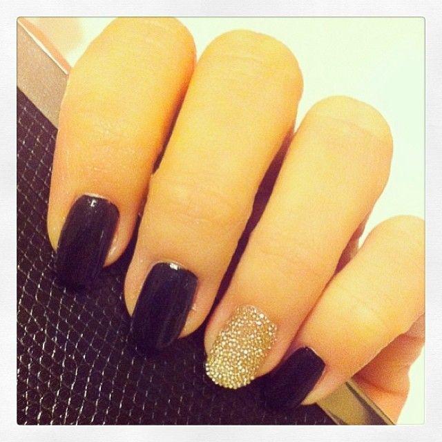 La manucure caviar façon Dior  #nailart #dior #diorific #ellebeautyteam