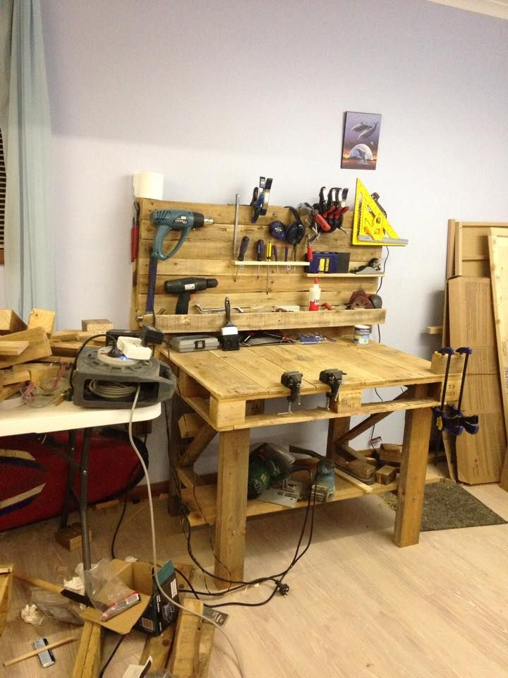 Reclaimed pallet woodworking workbench.