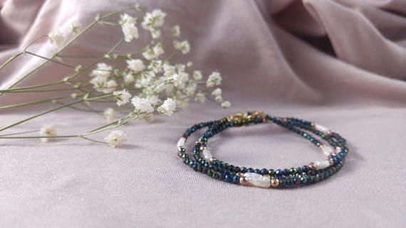 Unique necklace & bracelet set with rare keshi pearls green