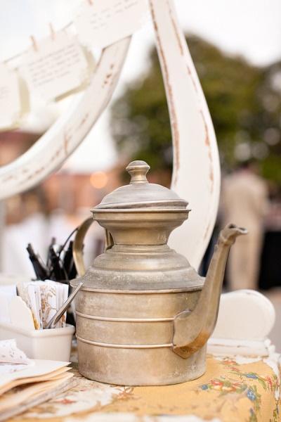 Gorgeous vintage tea pot! #candigardenparty